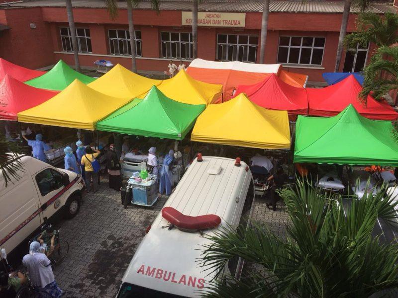 pekarangan hospital mangsa dan pesakit ditempatkan sementara