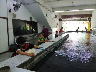 aqil memancing udang