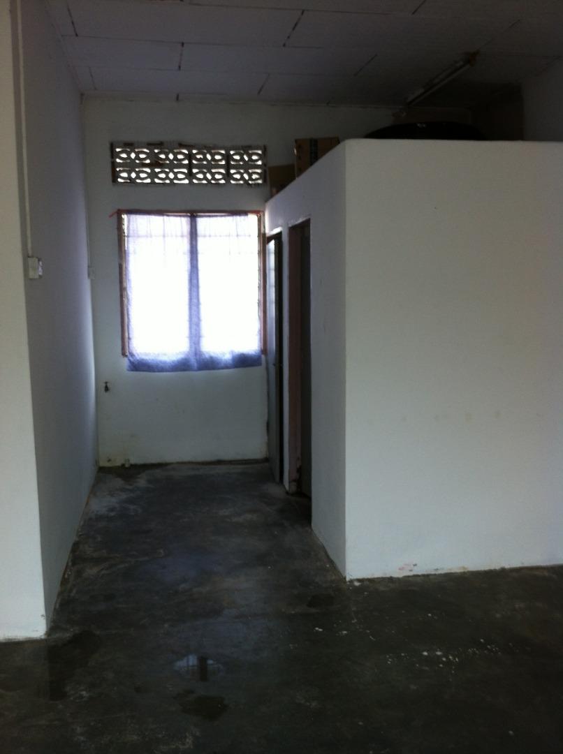 Tandas dan ruang mesin baju yang akan di renovate