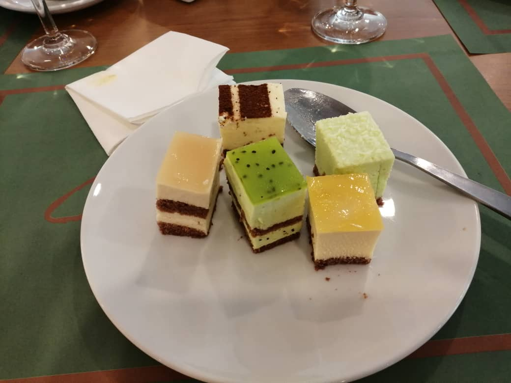 Kek yang siap di potong Evergreen Laurel Hotel Penang